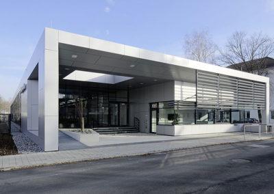 Modernes Gebäude mit Flachdach
